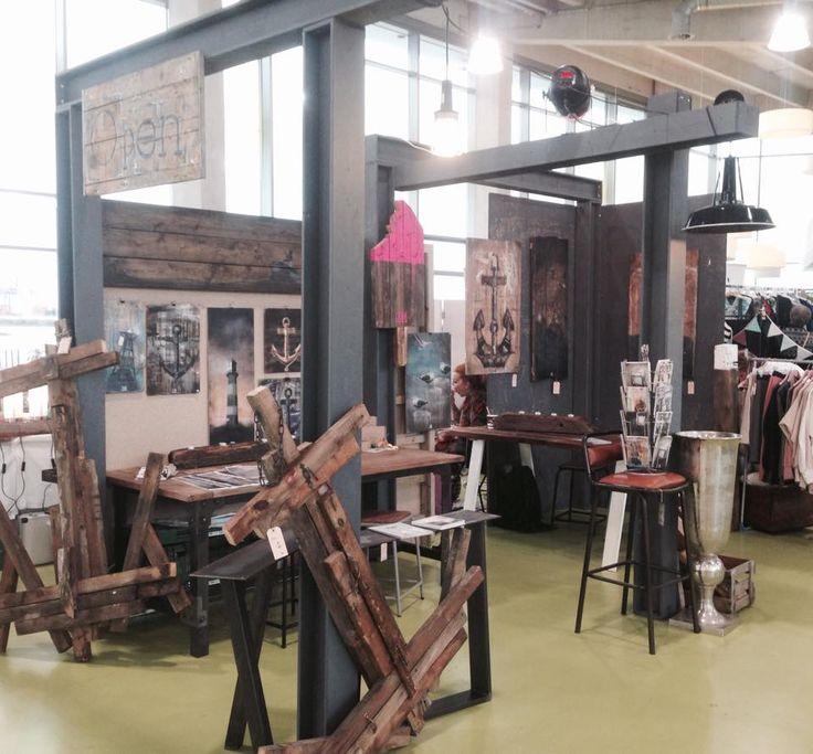 Besucht uns bei dem DESIGNgift Winter-Shopping '15 im England FährTerminal am Altona Fischmarkt in Hamburg!!     Heute von 11-20h; Morgen 11-18h    Grüße Team XIII