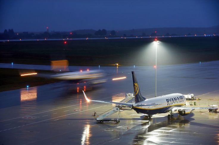 Billigflieger: Deutsche Ryanair-Piloten fordern Tarifverhandlungen - SPIEGEL ONLINE - Wirtschaft