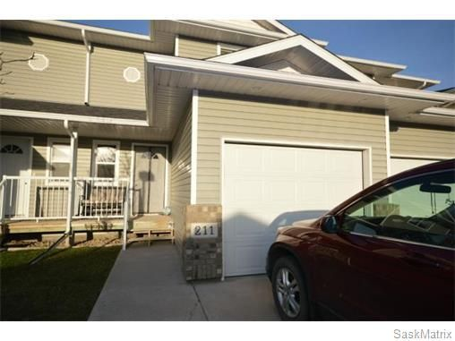 If condo living is what you are looking for look no further!  This unit has a bright beautiful open concept main floor that features a large island and dream kitchen.  You also have a half bath on the main level making it easy for entertaining. Upstairs you will find 2 large bedrooms complete with walk in closets.  Full en-suite with corner tub and separate shower.  The second level also has another 4pc bath for company.  Downstairs is a recreation room and a nook for your treadmill or a…