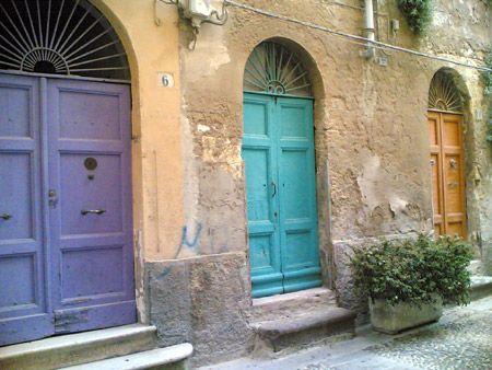 Porte colorate a Sassari