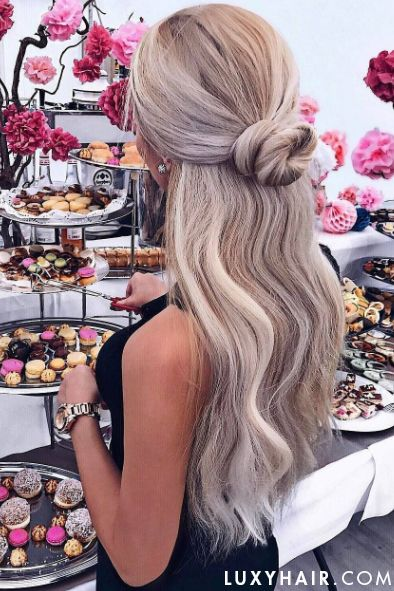 Stunning Ash Blonde Hair on @selingga who is wearing Ash Blonde @luxyhair set for that length and volume. xo