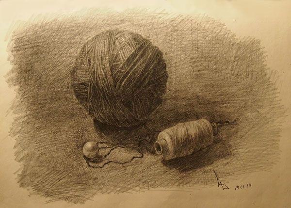 Пряжа, нитки и бусина