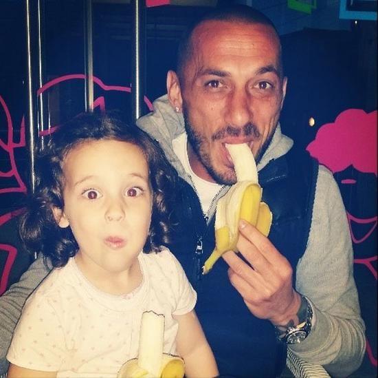 Και ο Βruno Cirillo με την κόρη του στο «κίνημα της μπανάνας»