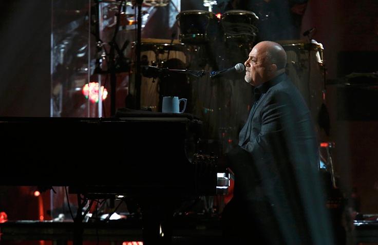 Выступление Билли Джоэла на благотворительном концерте «12.12.12» в нью-йоркском Мэдисон-сквер-гардене. © Lucas Jackson/Reuters