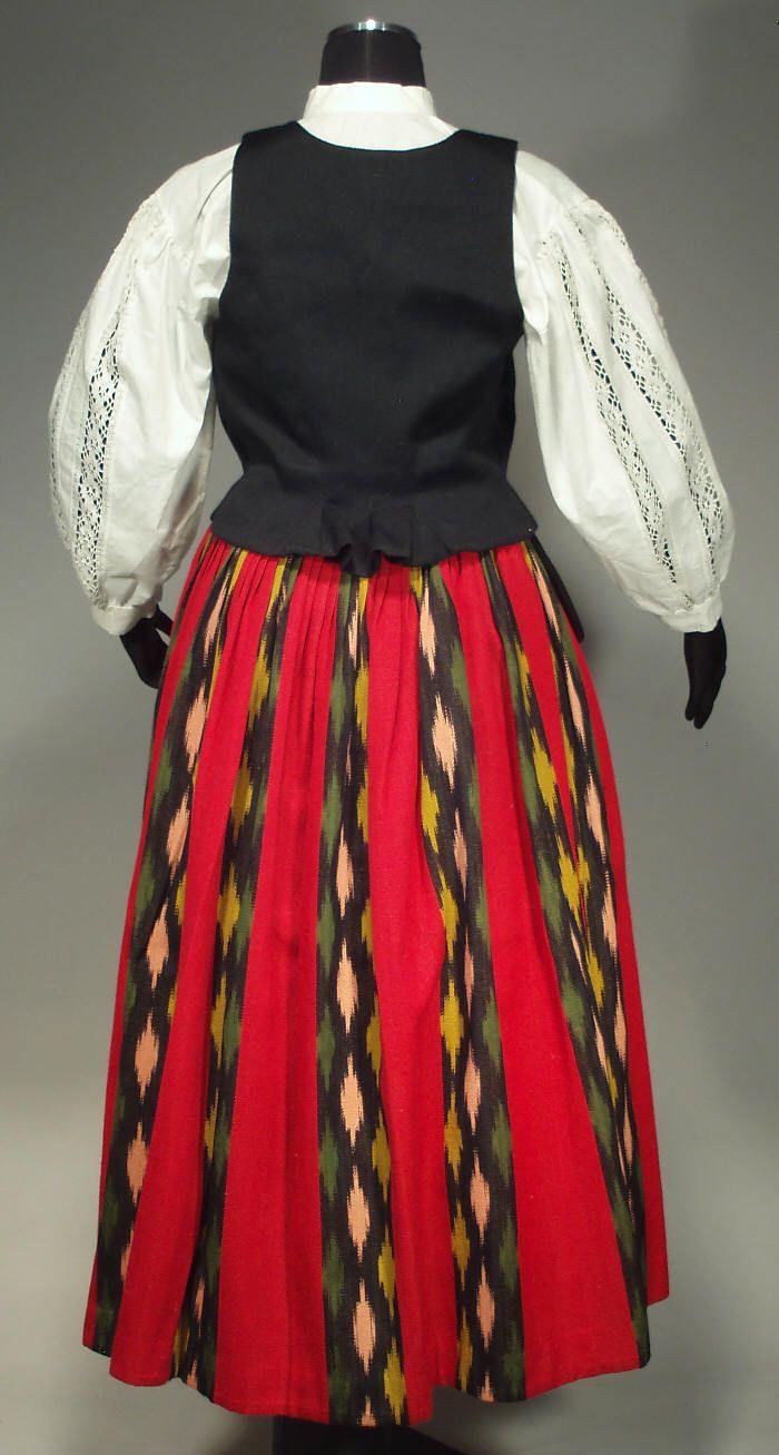 Jalasjärven kansallispuku. Jalasjärvi folk costume.