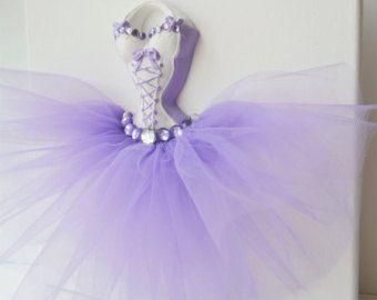 Arte de pared de vestido de princesa, tutú de la bailarina. Un 10 x 10 de lona en púrpura y blanco.
