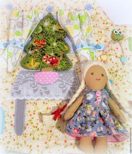 Купить или заказать Домик-сумочка для гномочки новогодний в интернет-магазине на Ярмарке Мастеров. Очень красивый домик-сумочка для маленькой куколки-гномочки: яркий снаружи и нежный внутри - такому подарку на Новый год или Рождество будет рада любая девочка и... мамочка! У гномочки съемная накидка, колпачок, валеночки, двустороннее платьице и халатик. В домике есть очень красивая ёлочка, которую легко убрать на хранение до следующего нового года.