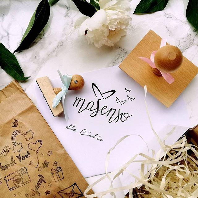 🎀Piękny stempel Masenso na opakowania 🎁 projektu @ladyull 💙 wykonany przez @lemurart.pl 🐾 #najlepiej 😄 #masenso #by_masenso #sleepwear #loungewear #nightwear #pyjamas #homewear #cozy #pjallday #comfort #classy #sensual #lounge #sleepingbeauty # #loveit #stamp #newbrand #polskamarka #fashion #haveaniceday #morning #hello #instamood #perfect #fashionista #blogger