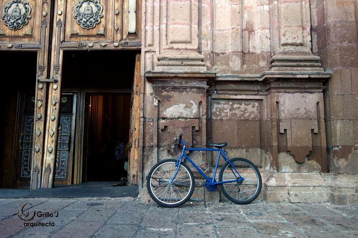 Morelia, entrada Iglesia.