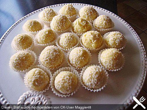 Eierlikörkugeln, ein tolles Rezept aus der Kategorie Kekse & Plätzchen. Bewertungen: 370. Durchschnitt: Ø 4,5.