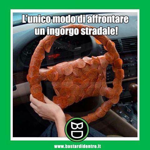 #passatempo durante un #ingorgo #stradale. #salame #salumi #affettato #volante #vettura #bastardidentro… www.bastardidentro.it