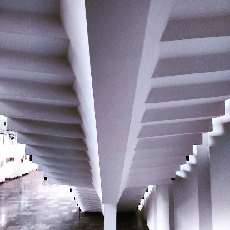 Biała Galeria CENTRUM #encek #backstage #blackandwhite #stairs #symetry #instaphoto #architecture #encek