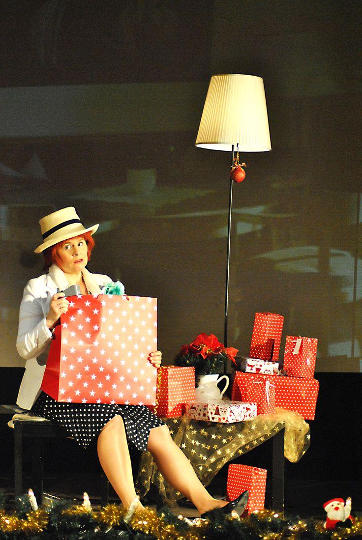 """Anja Pirling als Sara Kishon in dem Kishon-Abend """"Diesmal schenken wir uns nichts"""""""