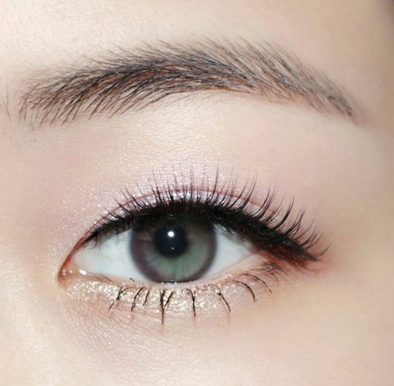 Similar look can be achieved using Battington Kennedy Lashes.