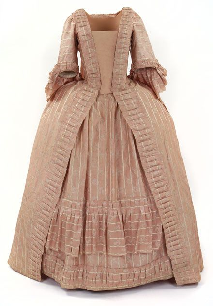 Robe à la Francaise (sack-back gown), 1770–1774. Light pink silk, woven with small cream flowers, fabric trimming.