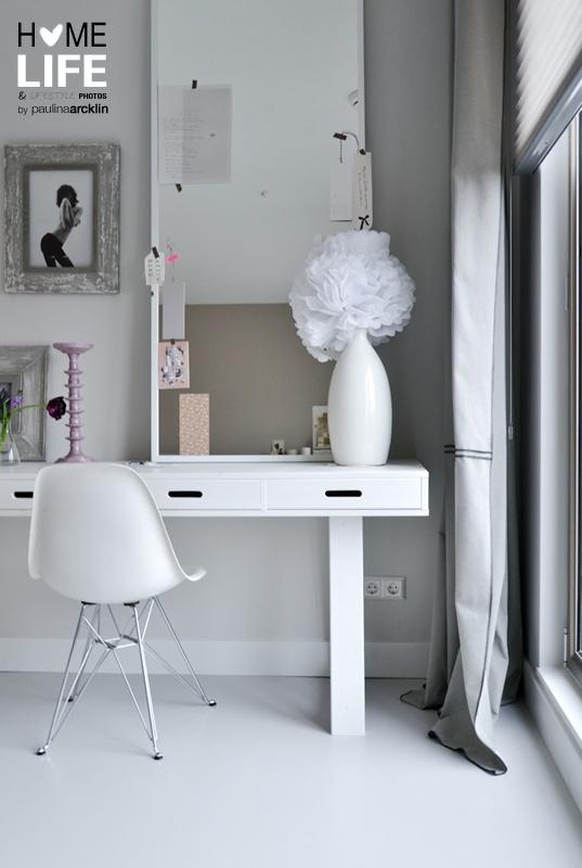 VTwonen huis Wittekaap  © Paulina Arcklin: I love this feminine grey and white room.