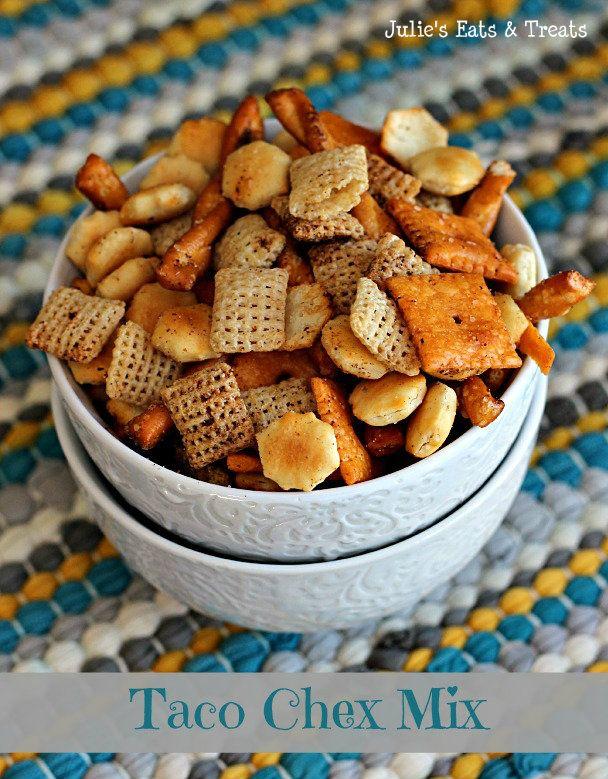Taco Chex Mix ~ Spice up your favoite snack mix! via www.julieseatsandtreats.com #recipe #snackmix