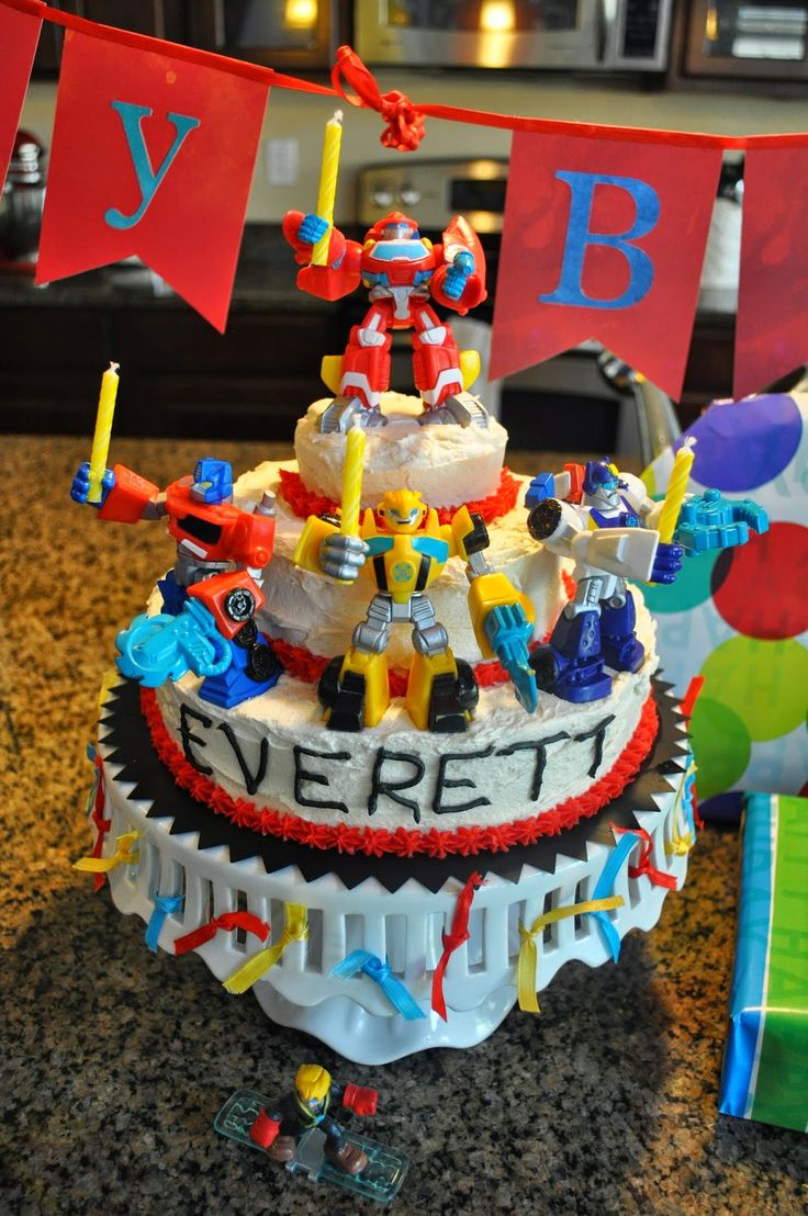 I absolutely LOVE this cake! My soon to be 4 yr old's eyes light up when he saw the bots holding the candles in this picture. I now know what our cake will look like! Thank you to A Touch of Tyrell for sharing on her blog! A Touch of Tyrell: Everett Turns 4