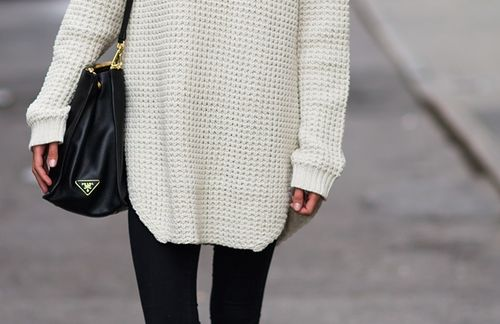 Hope: Big Sweaters, Baggy Sweaters, White Sweaters, Fall Wint, Black And White, Winter Style, Prada Bags, Fashion Blog, Chunky Knits