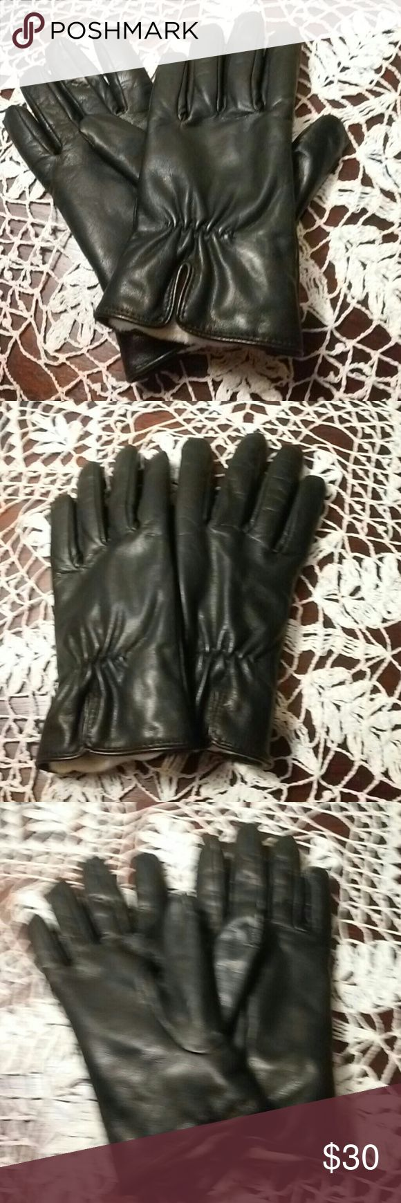 Fingerless gloves isotoner - Isotoner Luxe Touch Black Leather Gloves Isotoner Luxe Touch Black Leather Gloves These Gloves Feature