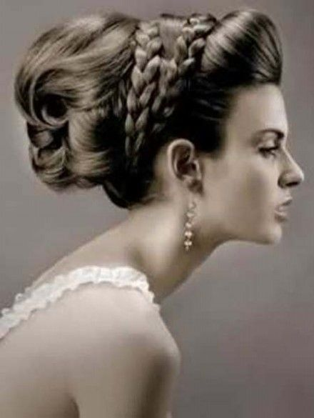 Long earrings for a vintage inspired bride #bridaljewellery #weddingplanning http://brieonabudget.com/pinterest/