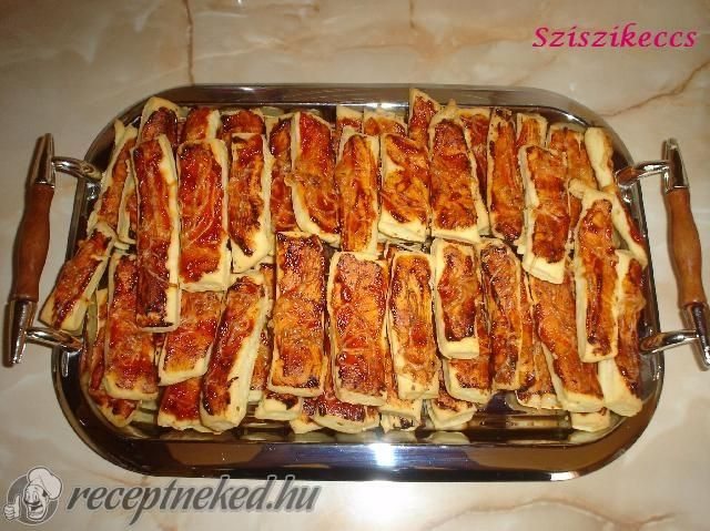 A legjobb Pizzás rúd recept fotóval egyenesen a Receptneked.hu gyűjteményéből. Küldte: sziszikeccs
