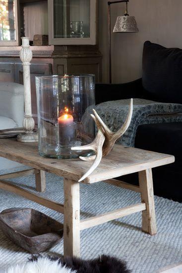 .great idea for living room decor with clothesline picture frame? Leuk met gekleurde of matchende kleuren op een dienblad