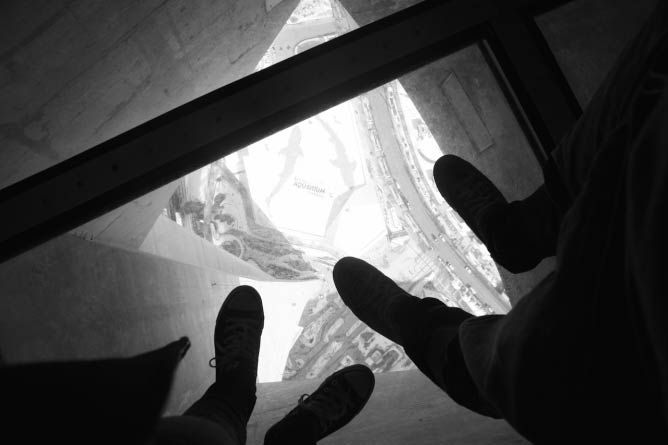 13 things to do in Toronto- Glass Floor at the CN Tower | © Alexia Wulff