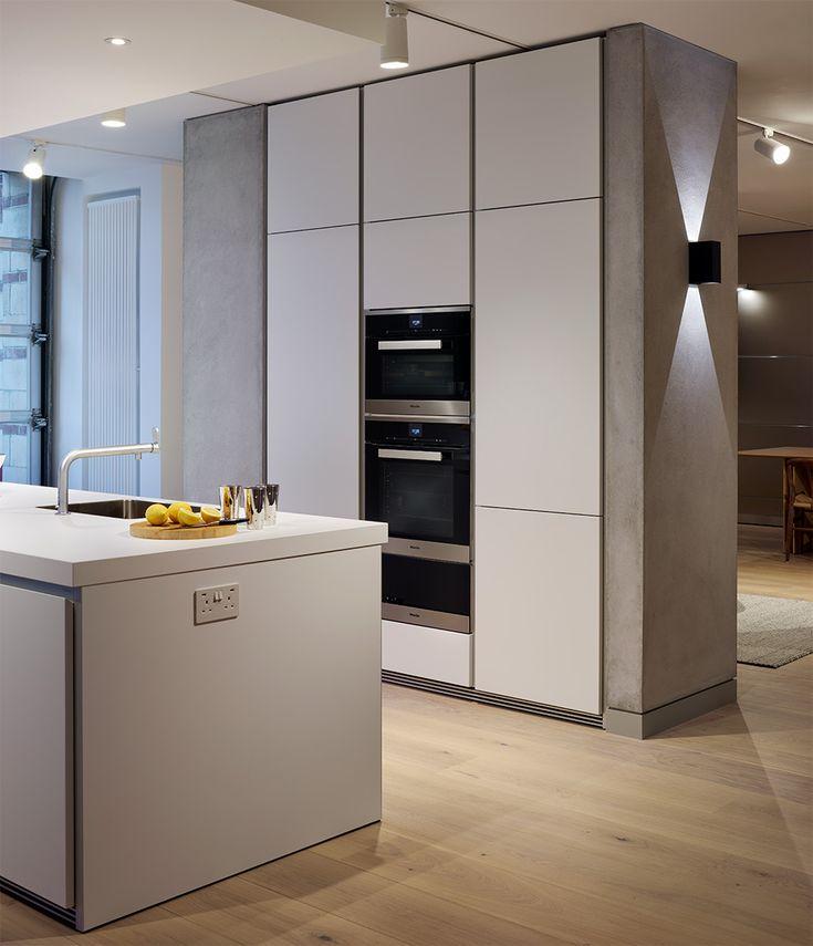 The Sleek Handleless Beauty Of A Bulthaup B1 Kitchen In Alpine White With  Miele Appliances And. Küchen DesignMiele KücheSchrankBodenHausFlur  IdeenSchöne ...