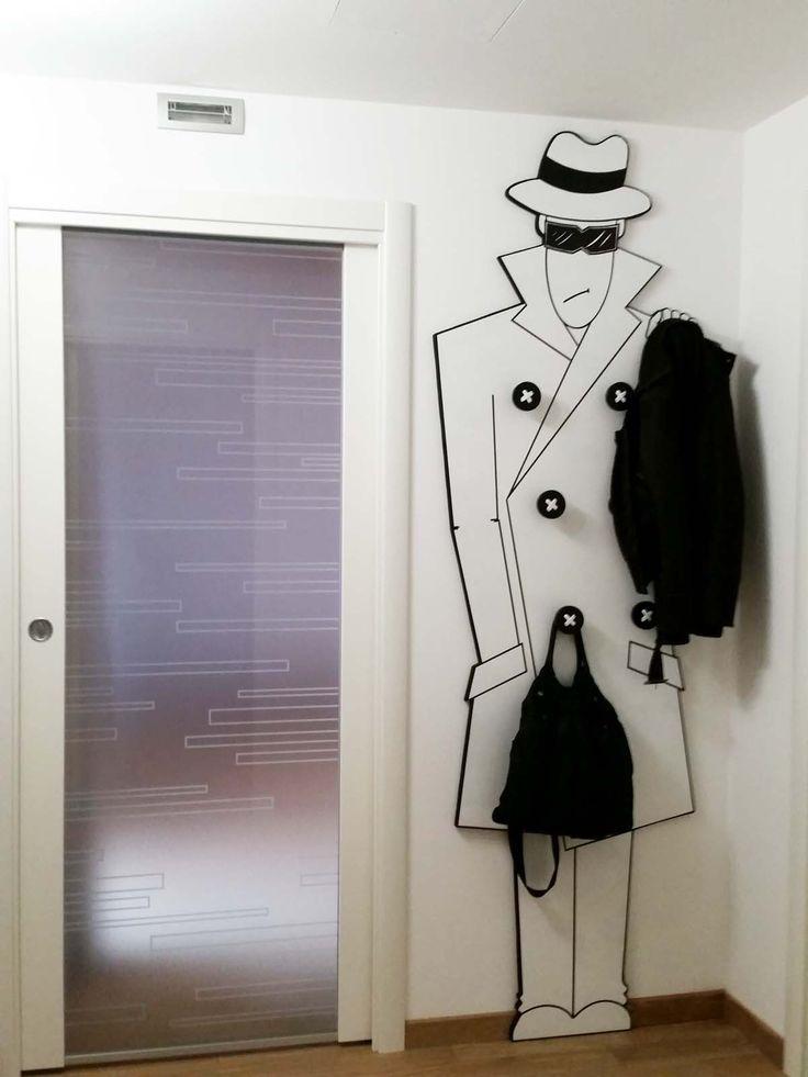 Progetto e realizzazione appendiabito a parete. Md e acrilico, by Annalisa Tombesi.
