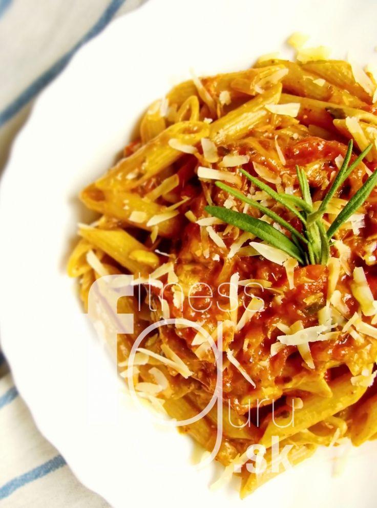 Těstoviny s rajčatovo-mozzarellovou omáčkou