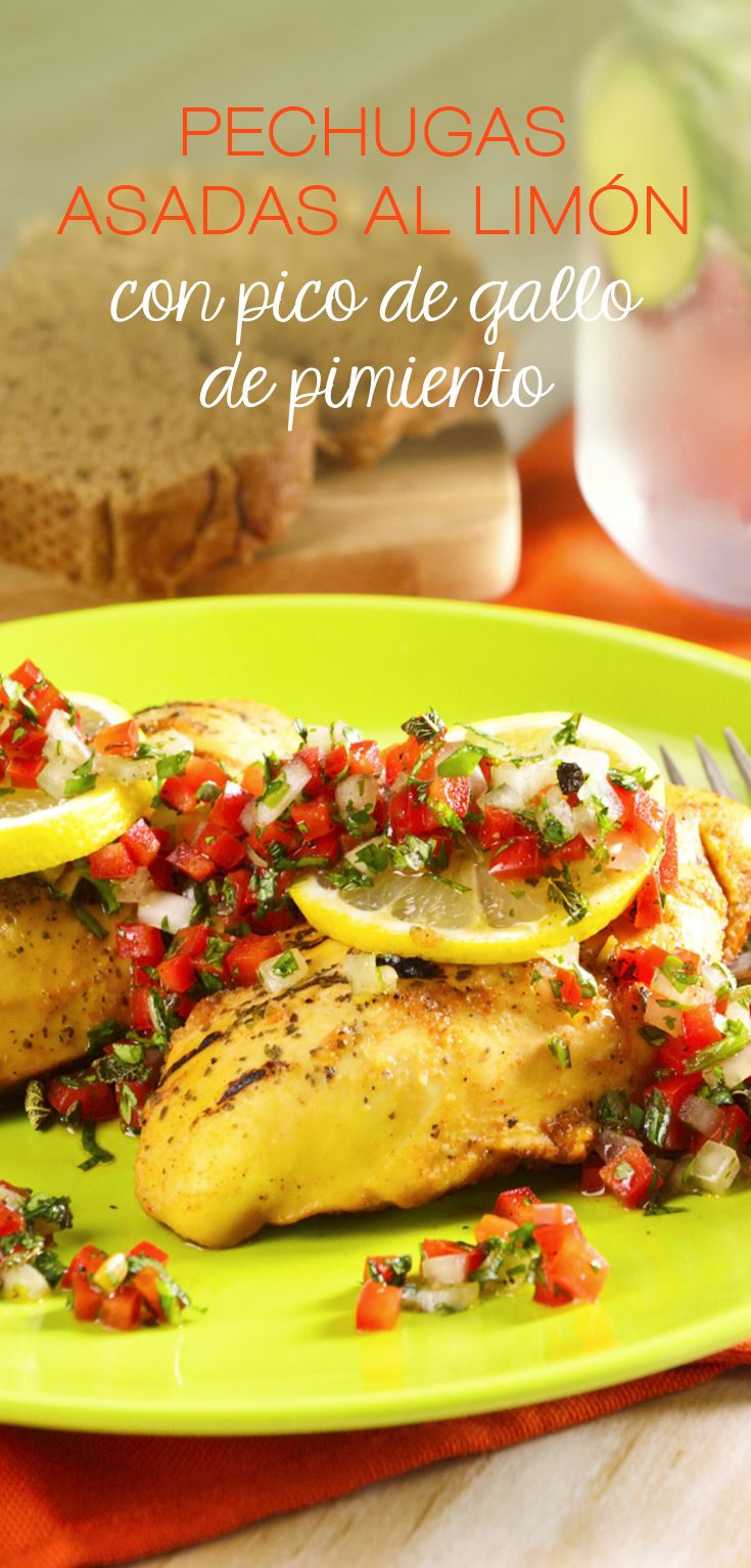 Pechugas Asadas al Limón con Pico de Gallo de Pimiento | Estas deliciosas pechugas te deleitarán con su sabor acidito a limón. Seguro a tu familia le encantará; anímate a probar algo delicioso y fácil.