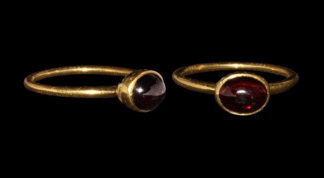 Lot:Medieval Gold Glove Ring with Garnet, Lot Number:1598, Starting…