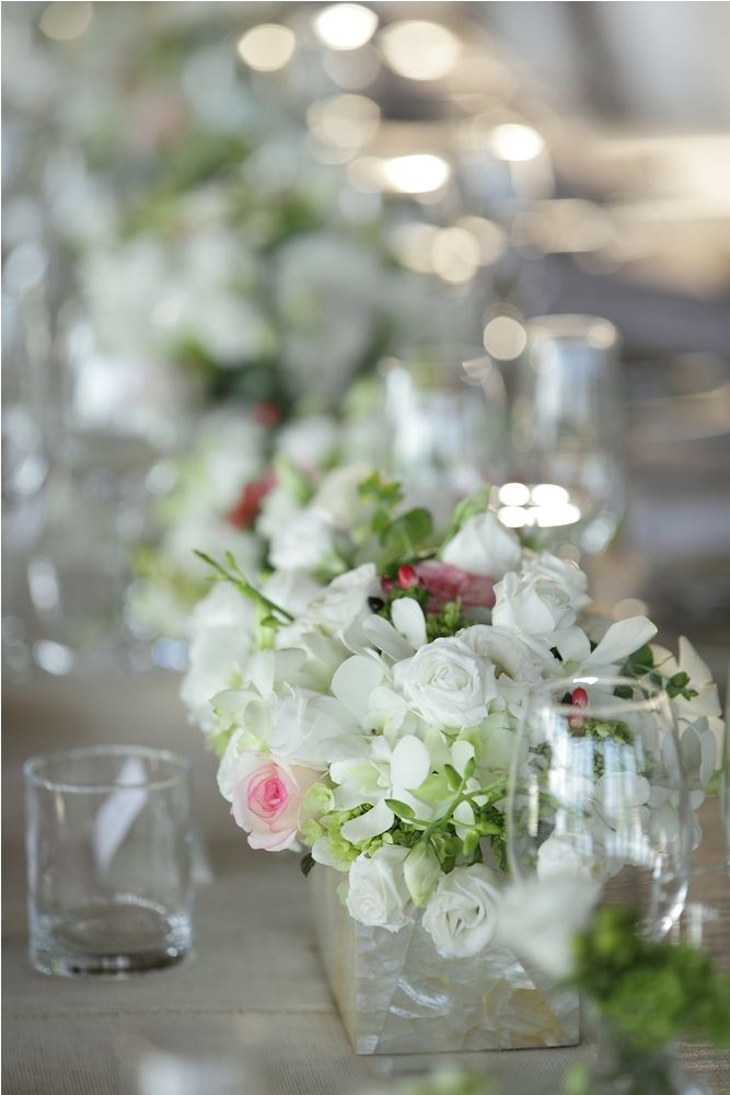 White Rose & Lisianthus, Ornithogalum and Pink Rose with Red Hypricum-Centerpiece line up on the Dinner Table a by Tirtha Bridal Uluwatu Bali