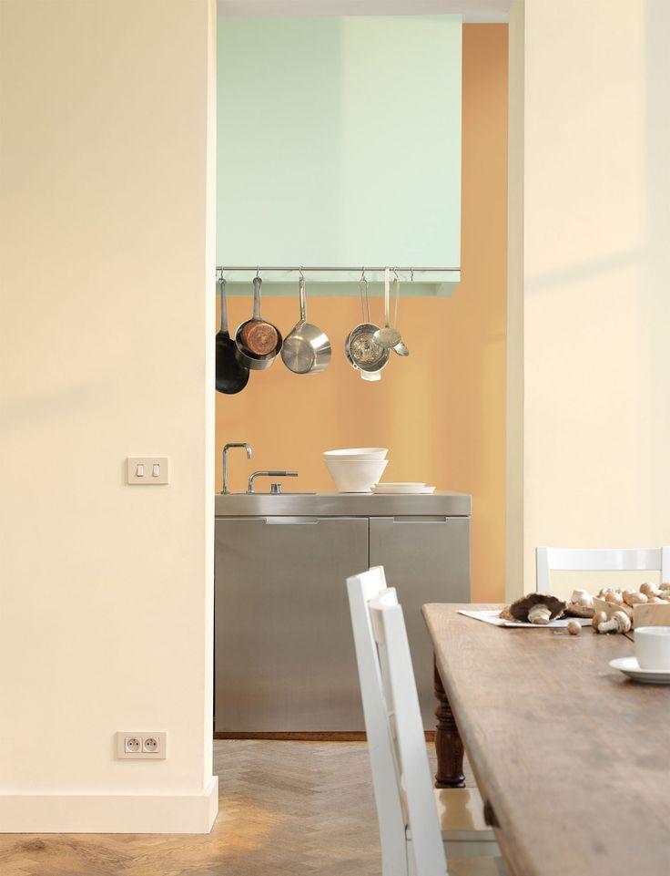 Pure by Flexa Colour Lab® is een speciaal door onze kleurspecialisten ontworpen verflijn van de hoogste kwaliteit, met een bijzonder palet van prachtige tijdloze kleuren die alle zintuigen strelen. In deze keuken zie je het bijzondere samenspel van de kleuren: Real Savanna, Gentle Ocean en Gentle Savanna.