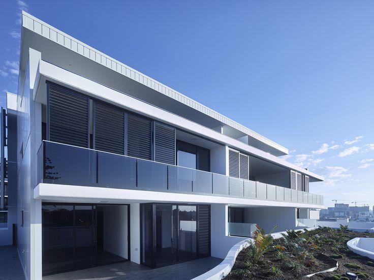Argentum | Photography by Scott Burrows | Designed by Ellivo | www.ellivo.com | #design #architecture #balcony #garden #view #blinds #blackandwhite