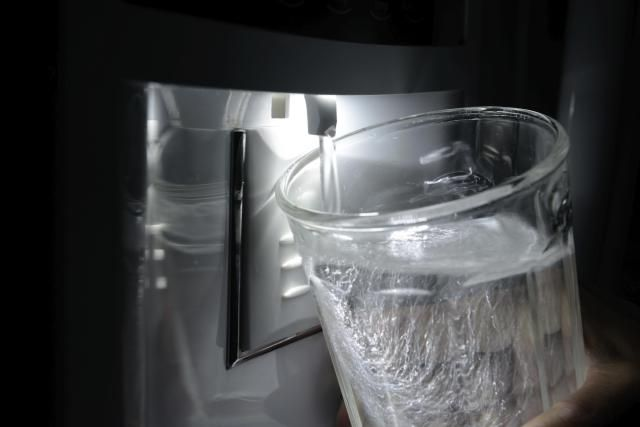 A dedicated refrigerator water line can be a convenient way to have filtered water and an automatic ice maker. Take a look at various options for connecting a refrigerator water line.