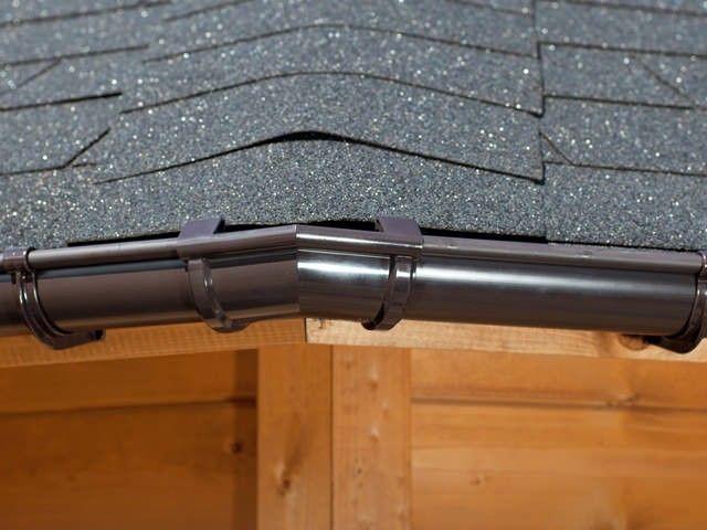 Dieses Dachrinnen Set enthält zwei 135° Winkelstücke.