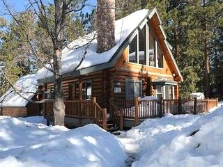 Big Bear cabin rentals Big Bear Lake, CA. We rented this cabin when I was wee it was soo fun    Ah memory's it would be fun to do with my husband and  our baby they  would love it