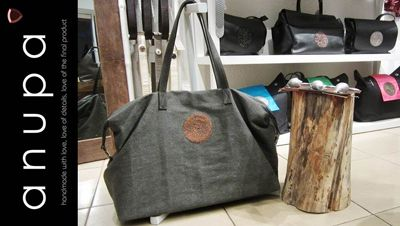 Mens travel bag available in two colours. Sold at anupa.net