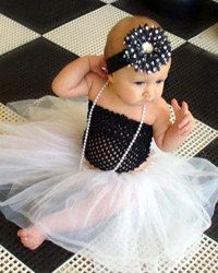 Love this outfit for baby girl pictures.