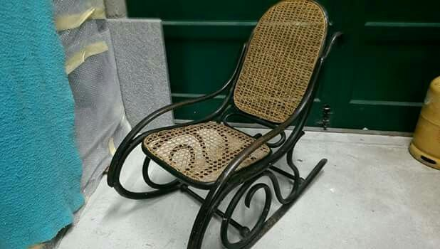Thonet rocking chair 95 euros