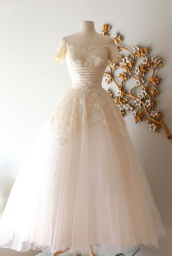 RESERVED / Vintage 1950s Cahill Wedding Dress with Cahill Wedding Dress / Scalloped Lace Neckline