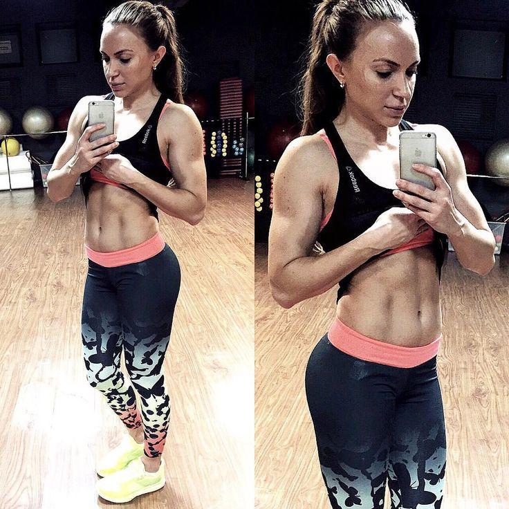 белки - это кирпичики, а углеводы - это рабочие, которые их укладывают. Сложные углеводы не приводят к резким колебаниям сахара в крови и расщепляются дольше простых. Благодаря им мы не чувствуем голода около 2 часов. Я считаю, что не стоит опускаться в приеме углеводов ниже 3г на кило веса, если вы не выступающий спортсмен. И даже, если вы хотите похудеть.