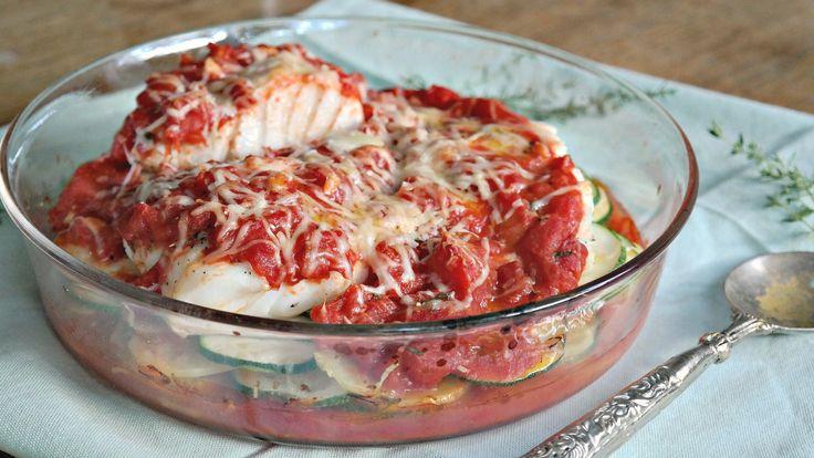 ovenschotel met vis, courgette en tomaat