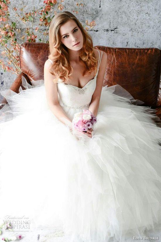 お腹が目立たない!ピュアな印象のふわふわドレス♡ 白のマタニティ用ウェディングドレス・花嫁衣装まとめ。