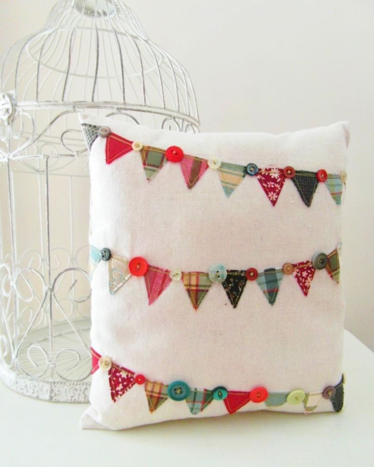 Christmas Bunting Cushion......Buttons & bunting all rolled into one!
