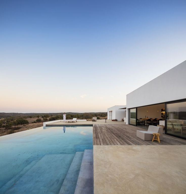 Dramatic home with an infinity pool in Portugal