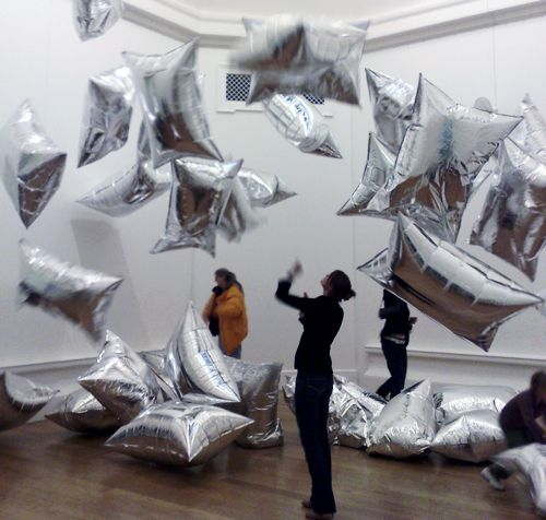 Andy warhol 39 s silver clouds permanent instillation at the for Silver cloud balloons
