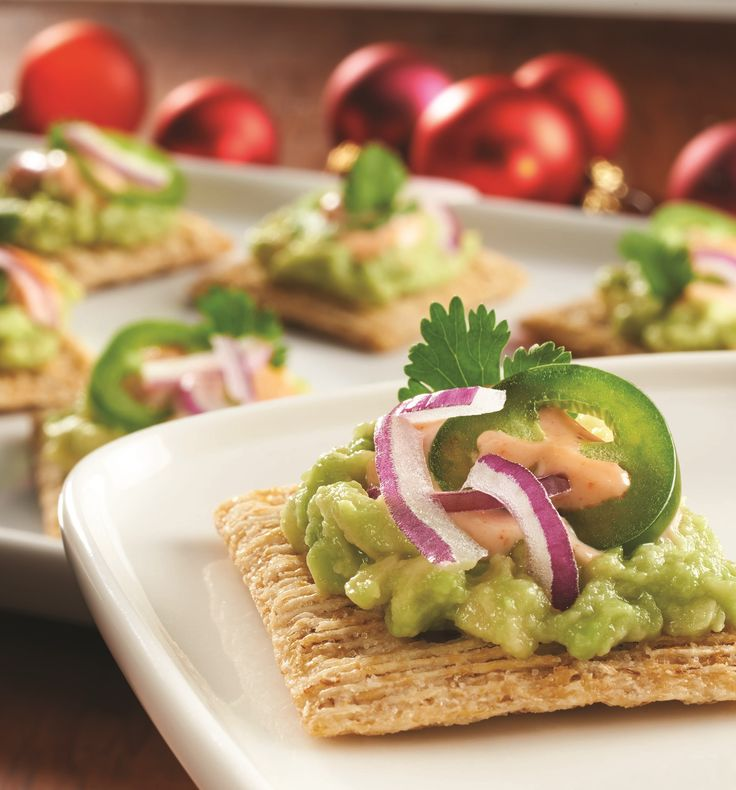 Enjoy the great taste of Avocados and still leave a hand free for high fives. This TRISCUIT Mashed Avocado Topper is the perfect complement to any viewing party.